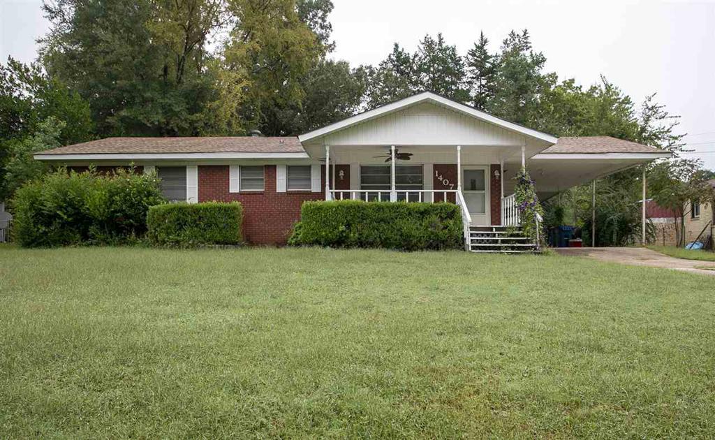 Photo of home for sale at 1407 E. Lantrip, Kilgore TX