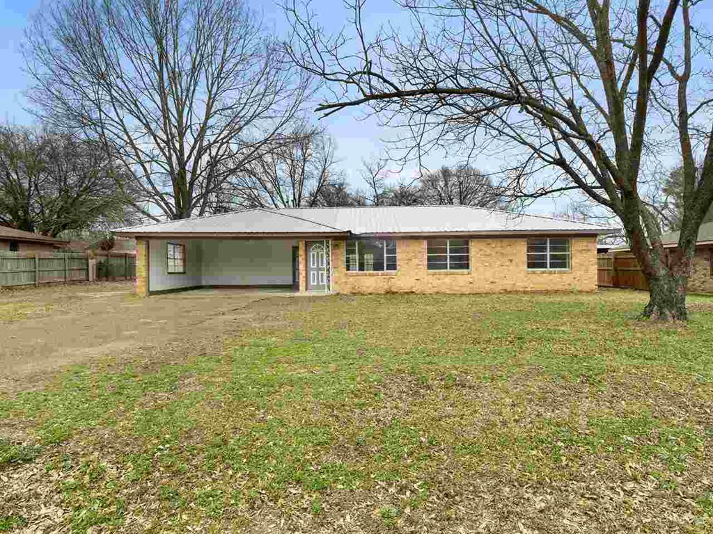 Photo of home for sale at 225 Texas Ave, Gilmer TX