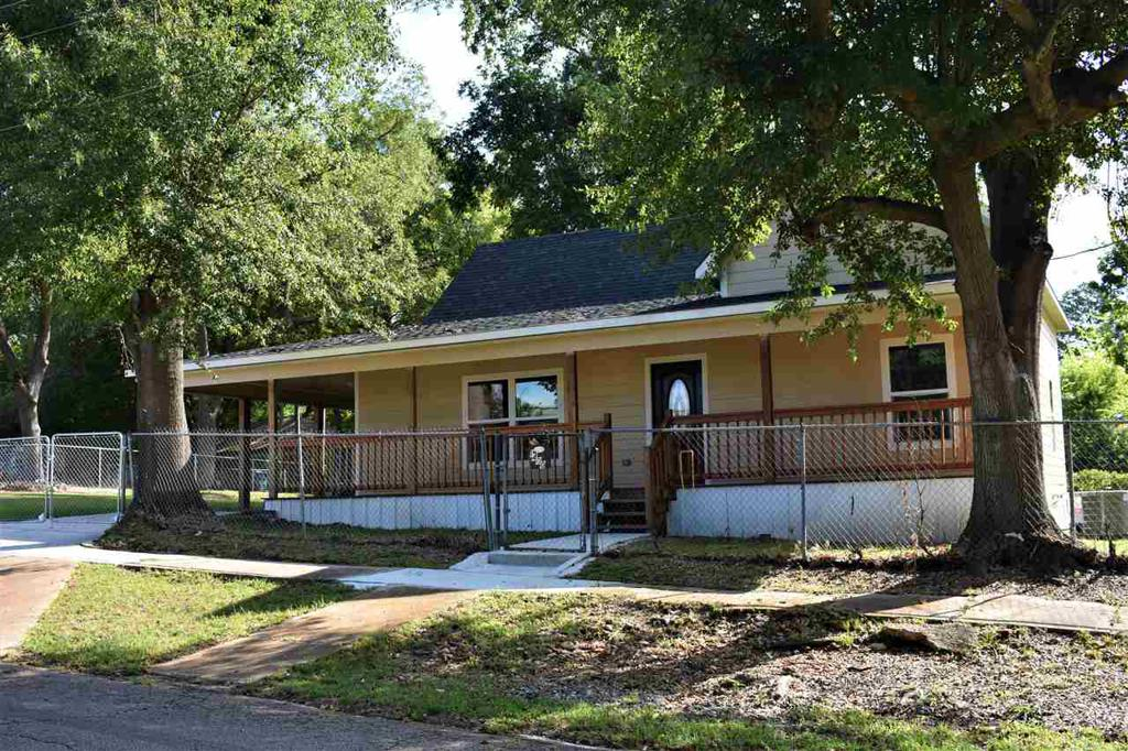 Photo of home for sale at 1400 Texas St, Marshall TX