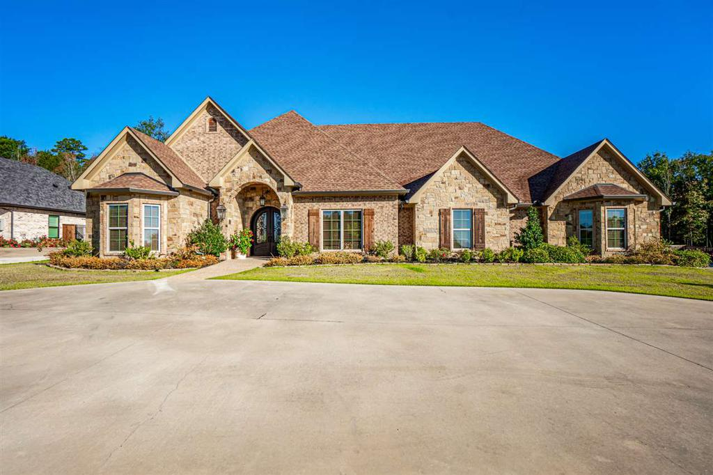 Photo of home for sale at 1101 Masters Way, Longview TX