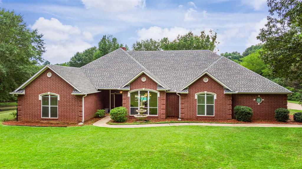 Photo of home for sale at 4805 Brent Rd, Longview TX