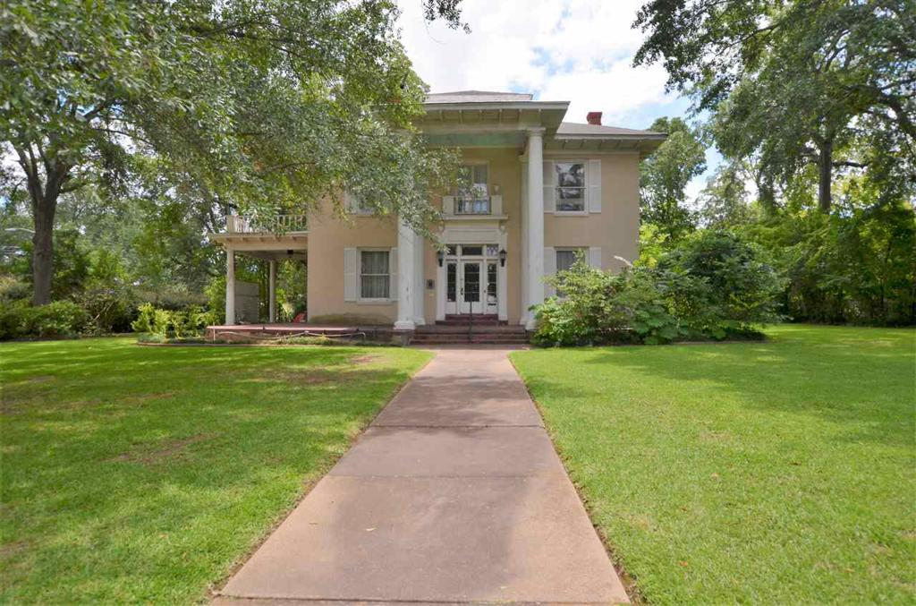 Photo of home for sale at 313 Charnwood St, Tyler TX