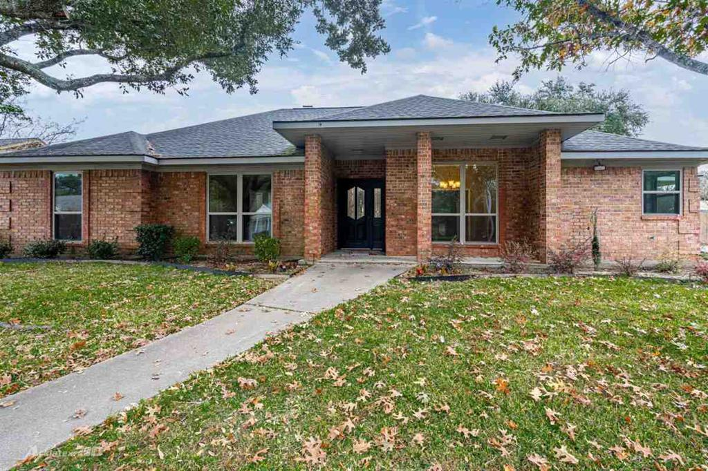 Photo of home for sale at 208 Spring Valley Rd, Henderson TX