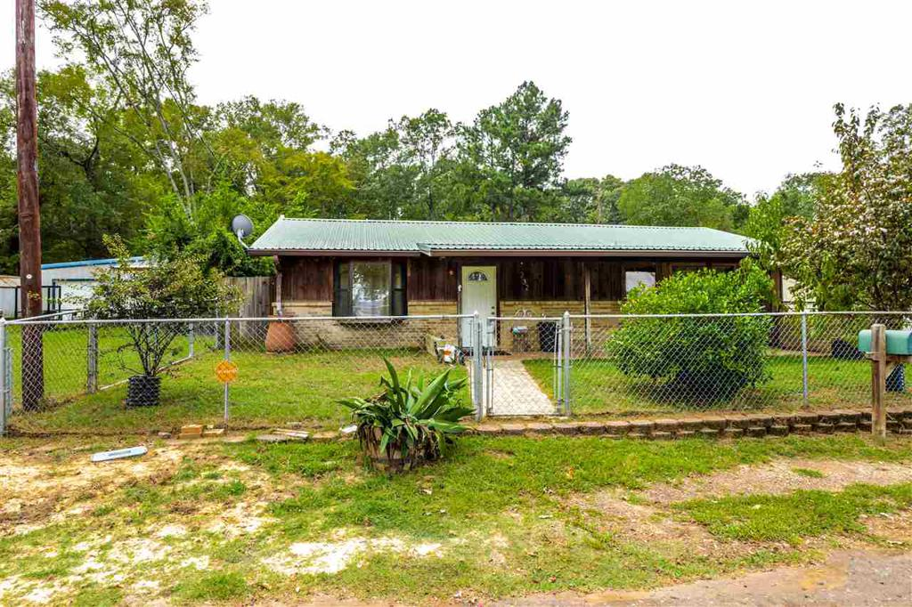 Photo of home for sale at 232 Mercedes Dr, Ore City TX