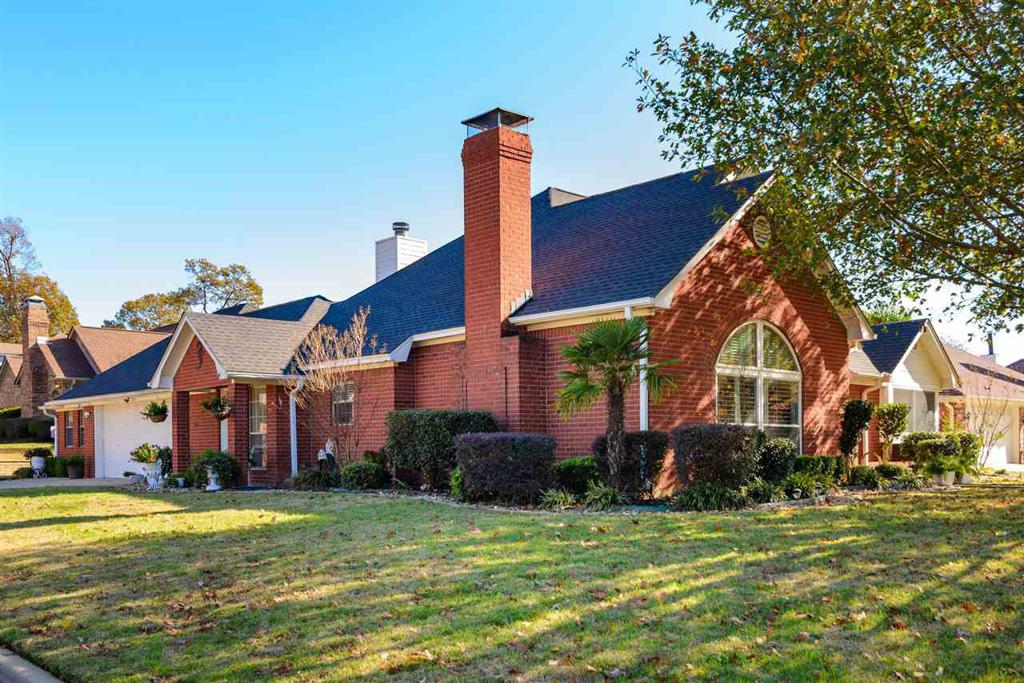 Photo of home for sale at 406 LAKEWOOD DRIVE, Longview TX