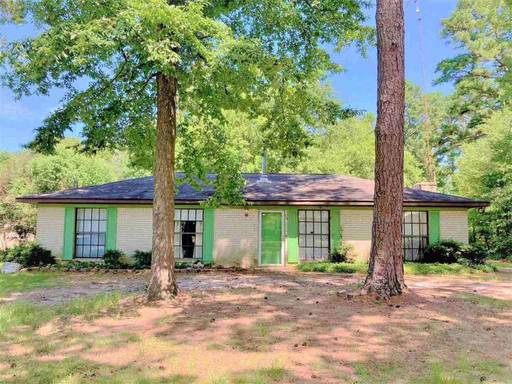 Photo of home for sale at 210 Barnett Rd., Kilgore TX