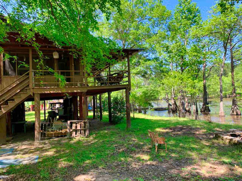Photo of home for sale at 1620 MCR 3509, Jefferson TX