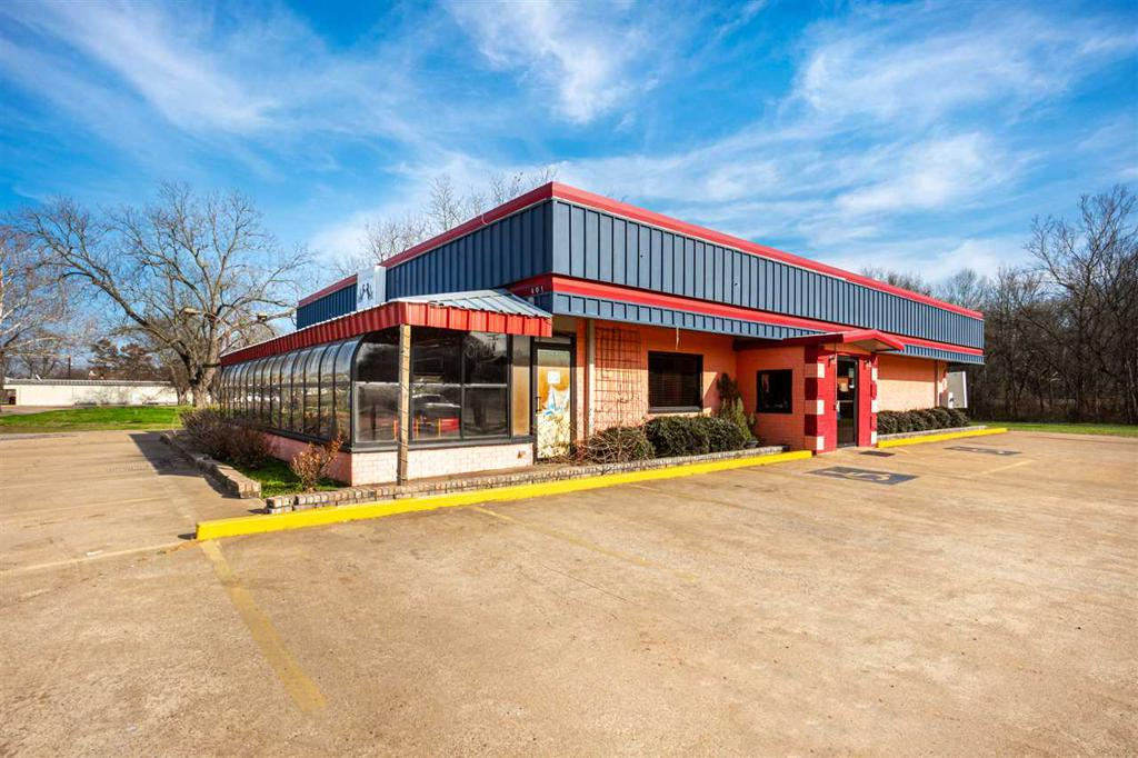 Photo of home for sale at 505 ST HWY 31, Chandler TX