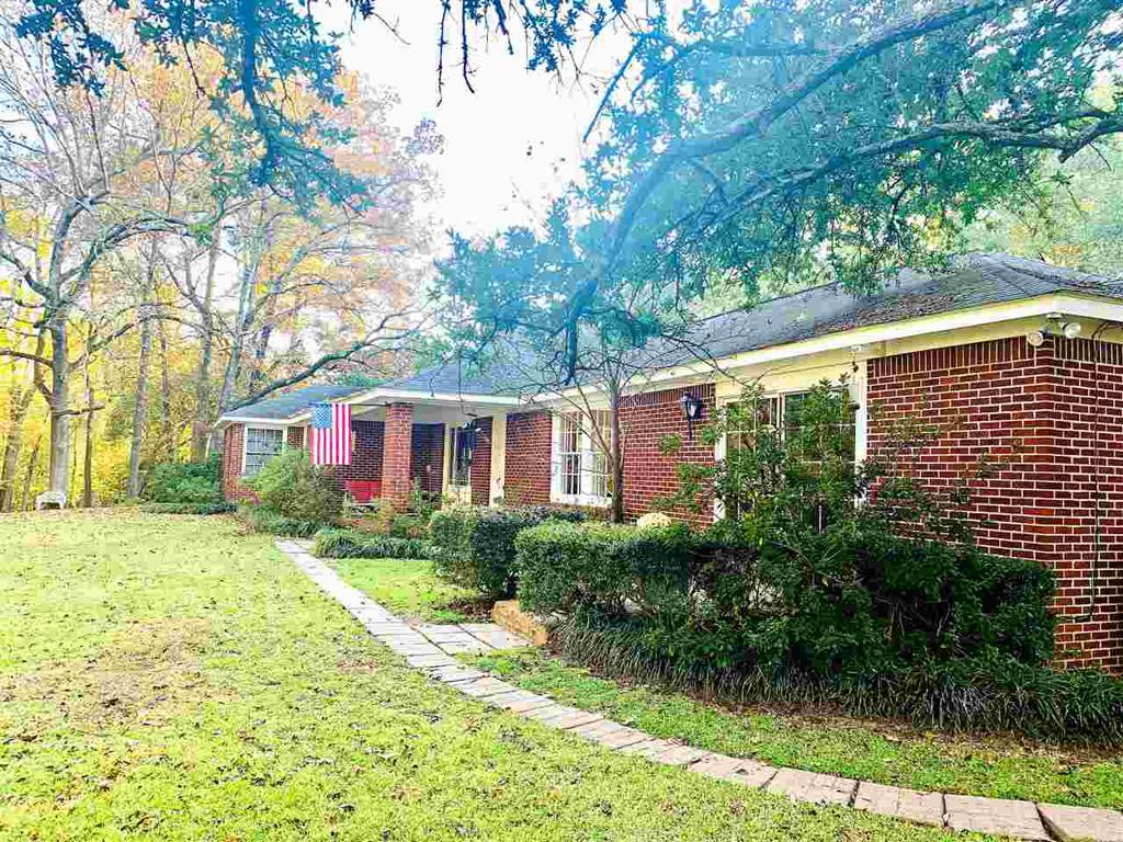 Photo of home for sale at 807 Louise, Atlanta TX