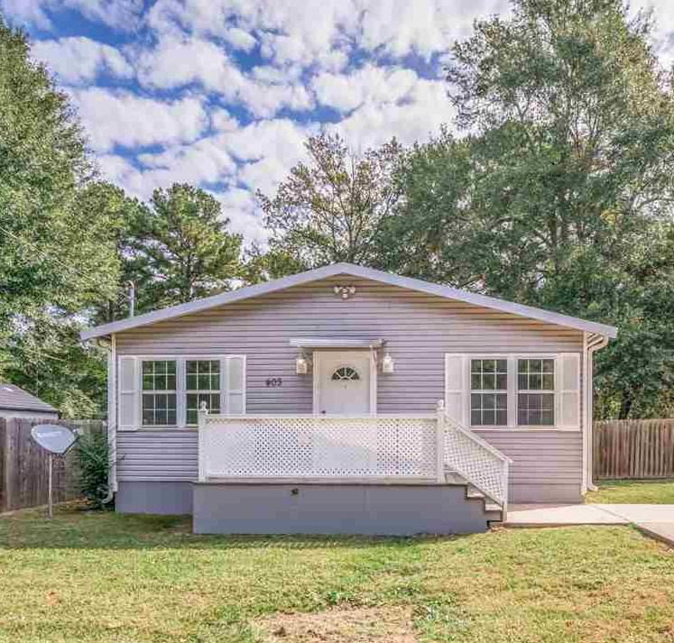 Photo of home for sale at 403 Bates St, Kilgore TX