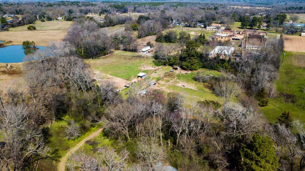 Photo of home for sale at 704 Johnson  Rd, Winona TX