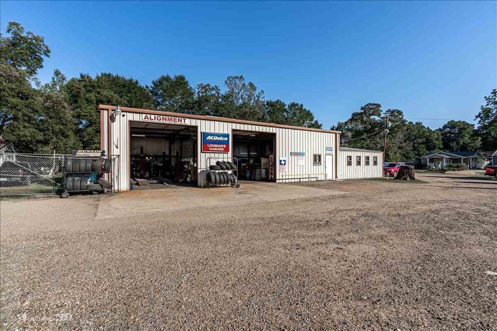 Photo of home for sale at 103 Douglas Street, Jefferson TX