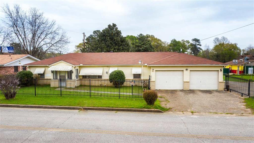 Photo of home for sale at 2112 Lilly Street, Longview TX