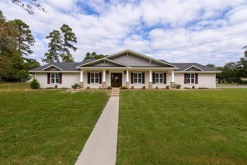 Photo of home for sale at 102 Wilkes, Longview TX