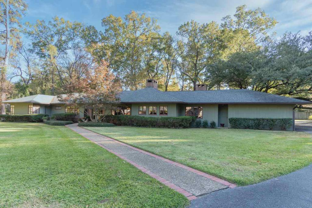 Photo of home for sale at 3 Shady Lane, Longview TX