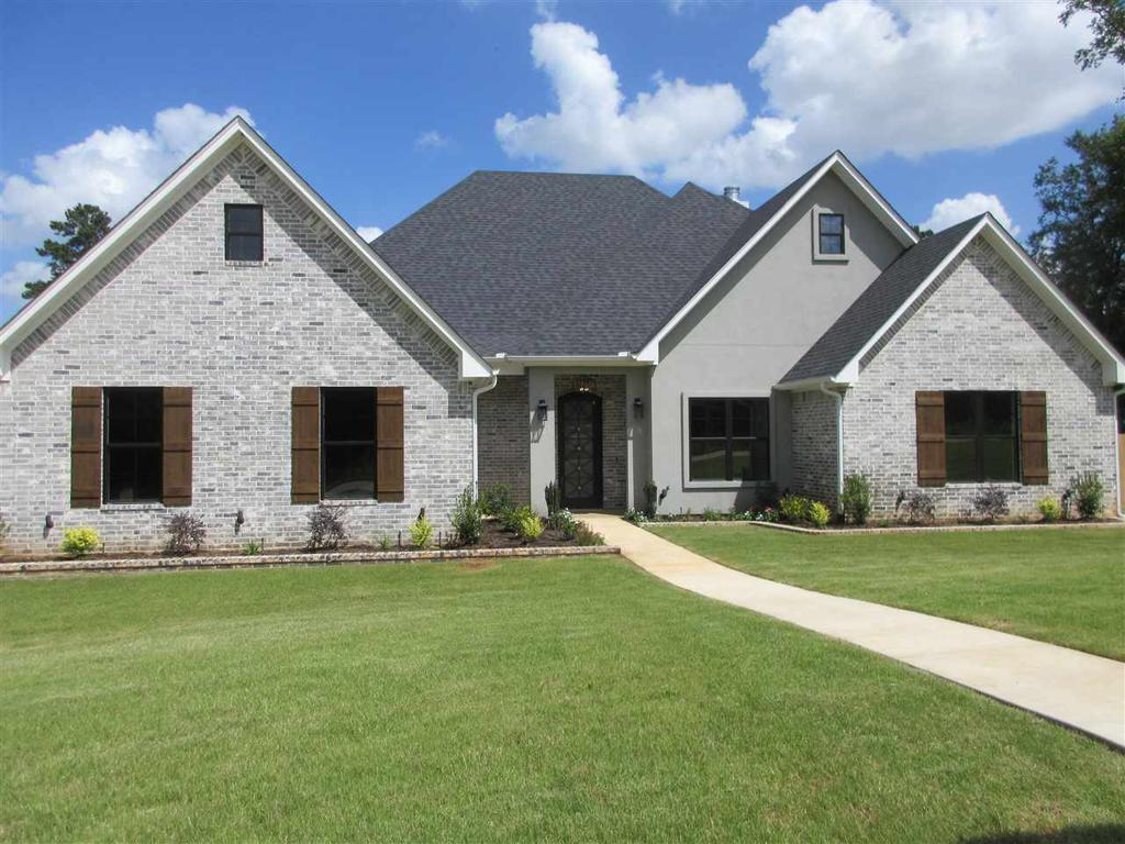 Photo of home for sale at 170 Lilly Lue Ln, Longview TX