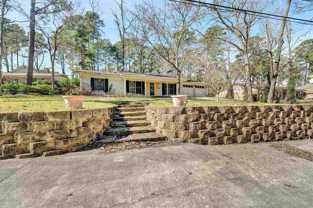 Photo of home for sale at 1430 Hide A Way Ln, Hideaway TX