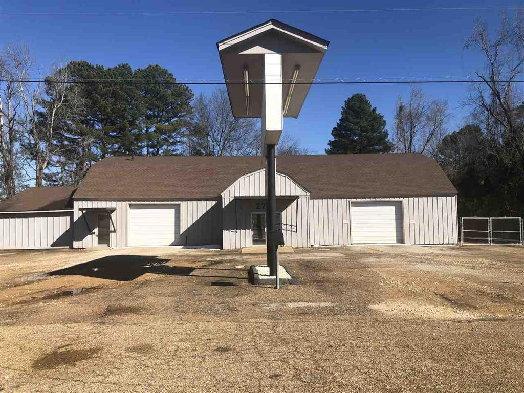 Photo of home for sale at 2700 East End Blvd, Marshall TX
