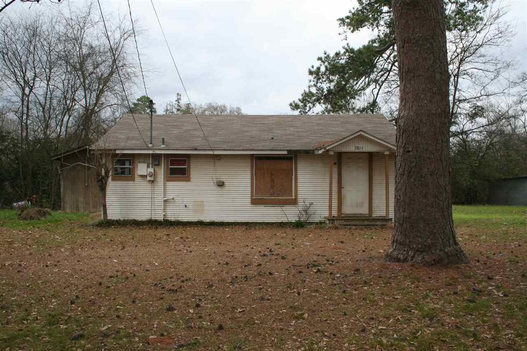 Photo of home for sale at 2811 Ledbetter Dr, Kilgore TX