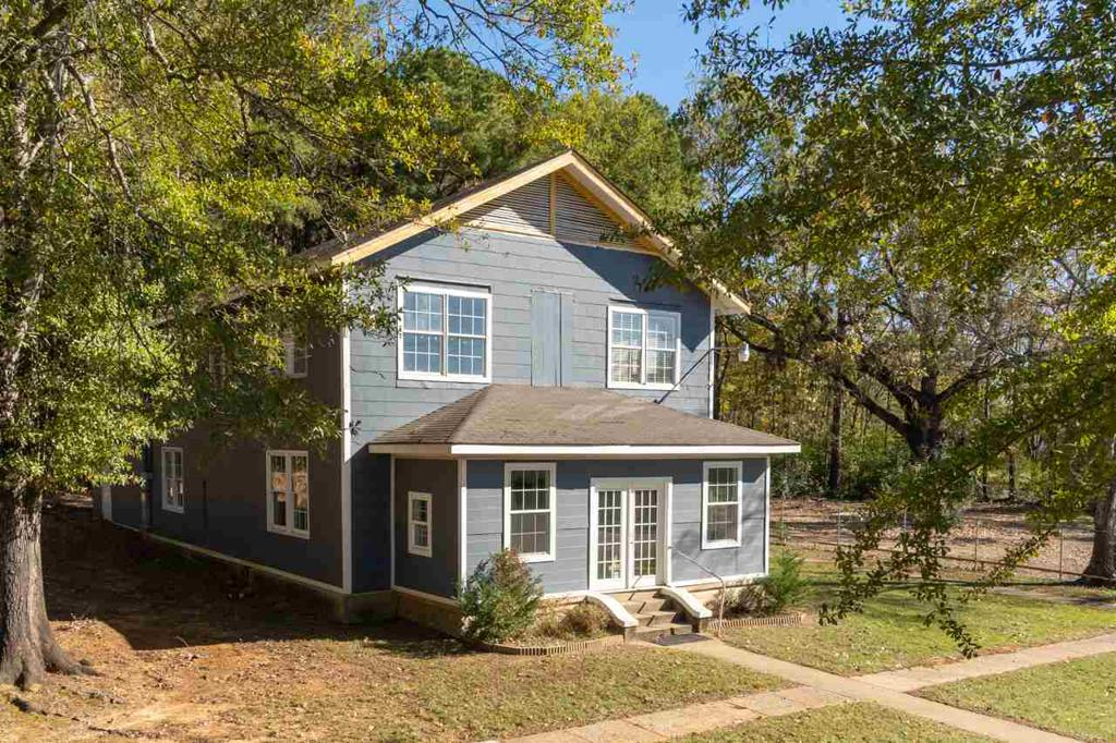 Photo of home for sale at 312 Premier Rd, Longview TX