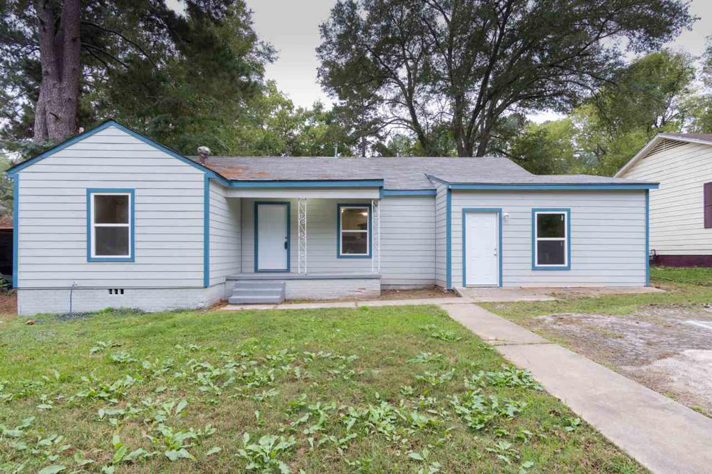 Photo of home for sale at 1203 Hughey Drive, Longview TX