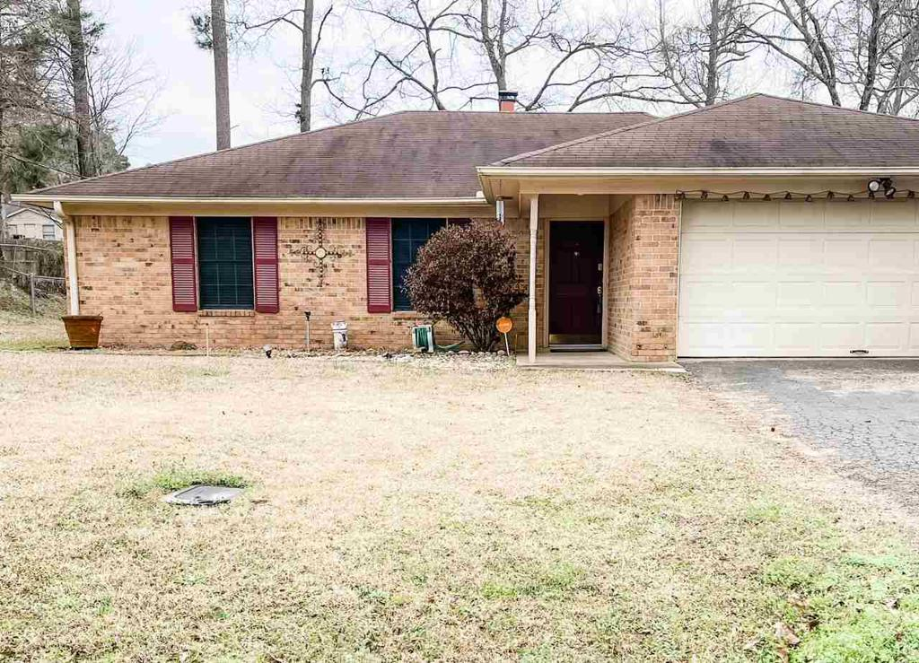 Photo of home for sale at 128 Amy St., Longview TX