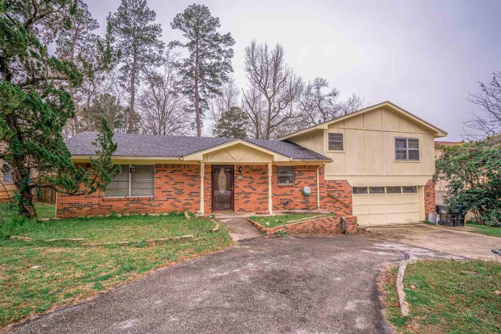 Photo of home for sale at 1318 Fairmont St, Longview TX