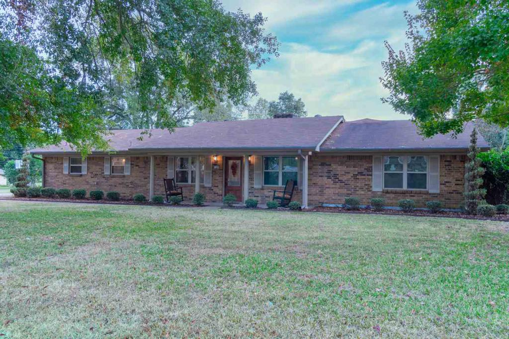 Photo of home for sale at 2101 Hendricks Street, Gladewater TX