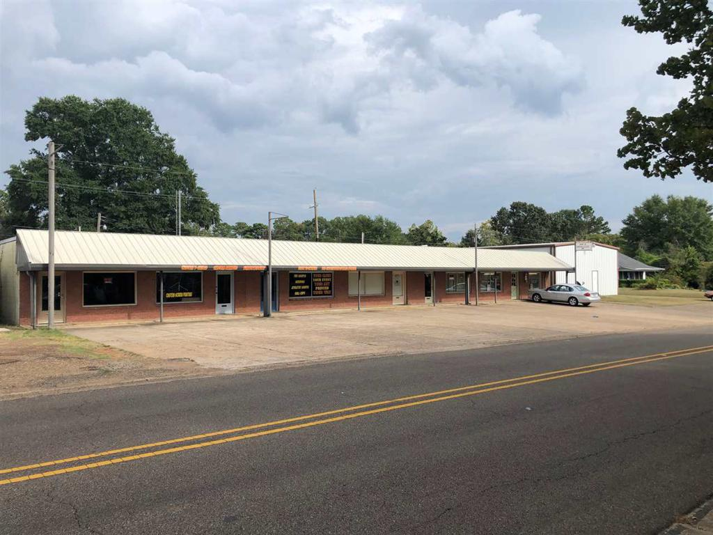 Photo of home for sale at 2902-2918 County Ave, Texarkana AR