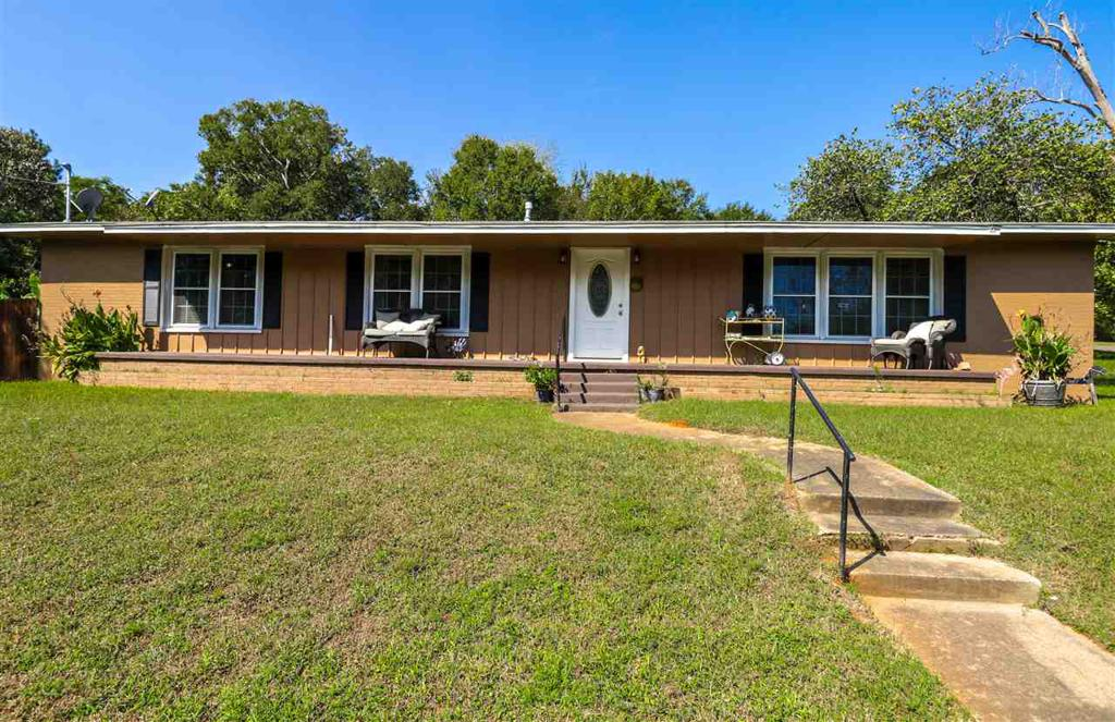 Photo of home for sale at 301 Johnson Rd, Winona TX