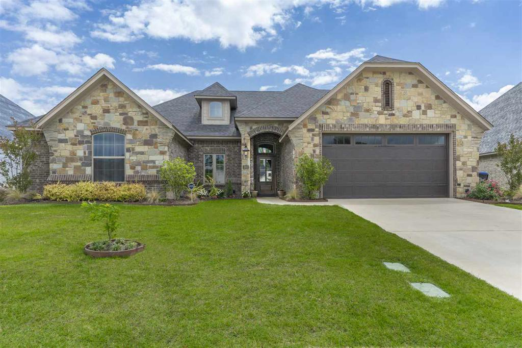 Photo of home for sale at 3910 Gable Crest Lane, Longview TX