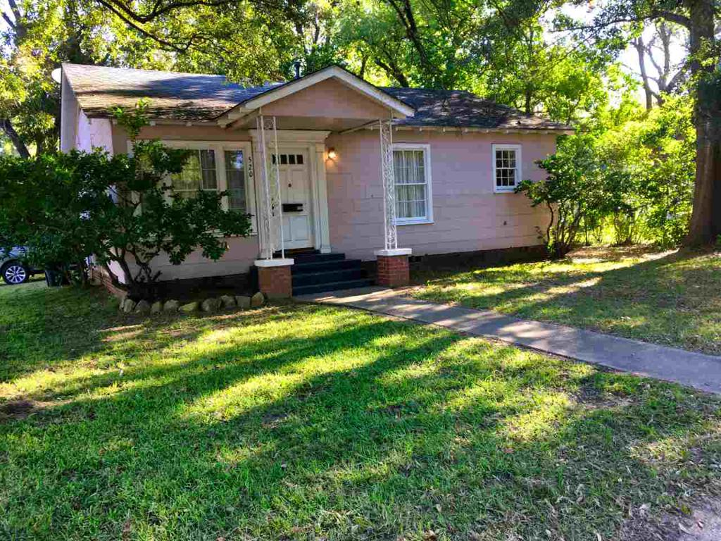 Photo of home for sale at 520 Walnut Street, Jefferson TX