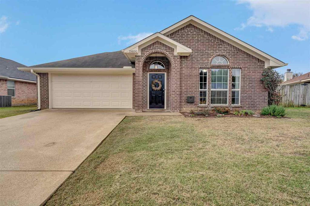Photo of home for sale at 19890 Valley Dale Lane, Flint TX