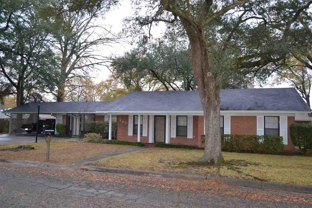 Photo of home for sale at 107 E Pollard St, Carthage TX