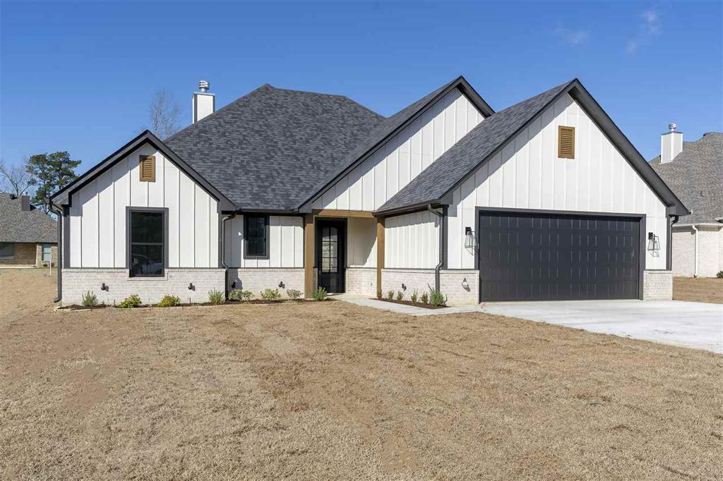 Photo of home for sale at 111 Saddle Brook Circle, Hallsville TX