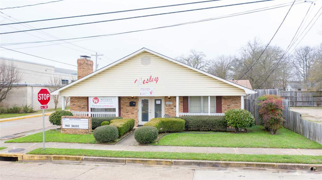 Photo of home for sale at 1009 Broadway, Kilgore TX