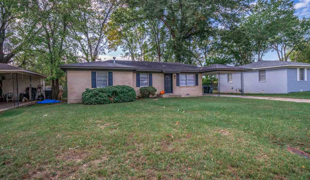 Photo of home for sale at 812 Glencrest Ln, Longview TX