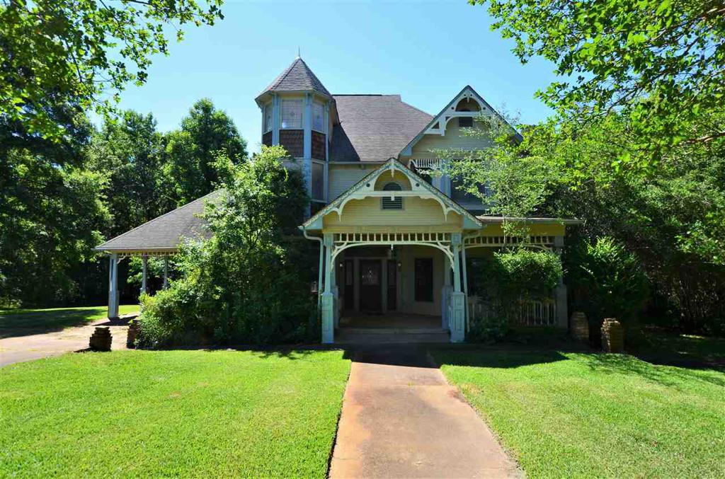 Photo of home for sale at 3040 Ridgetop Rd, Tyler TX