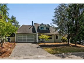 Property for sale at 1421 SW 320th Place, Federal Way,  WA 98023