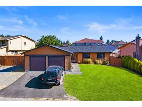 Property for sale at 2418 SW 306th Place, Federal Way,  WA 98023
