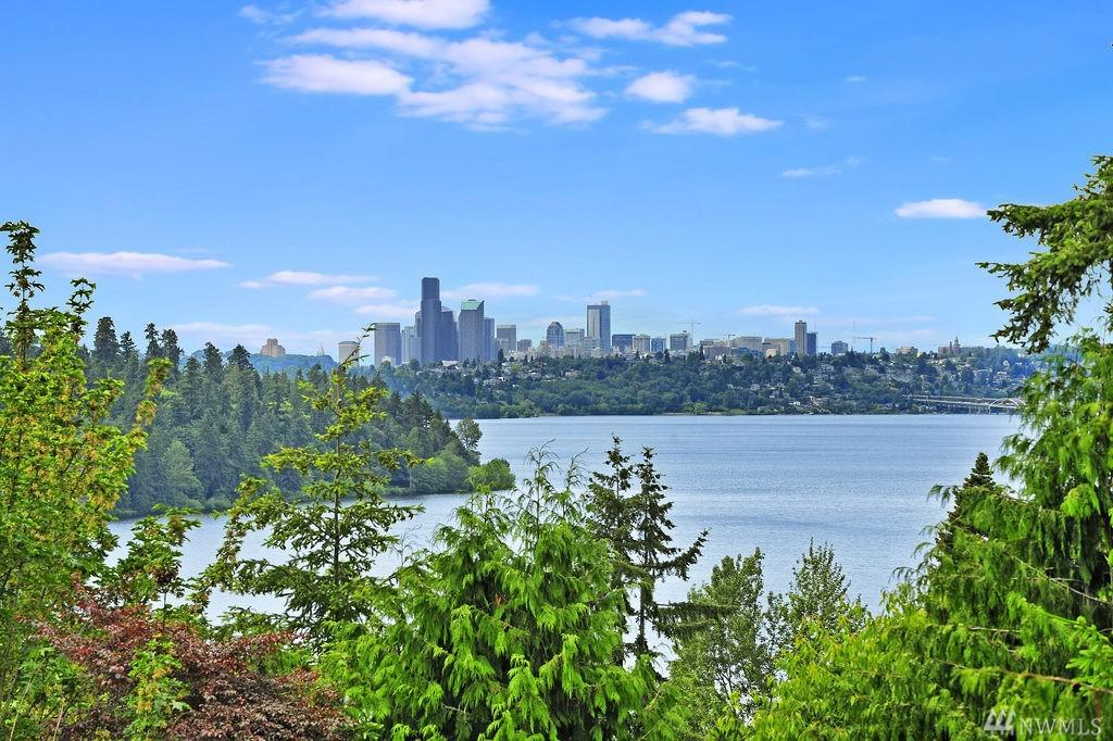 Photo of home for sale at Wy, Mercer Island WA