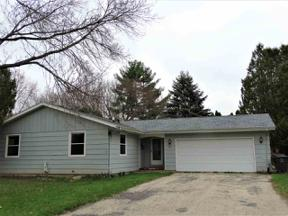 Property for sale at 462 Hyland Dr, Stoughton,  Wisconsin 53589