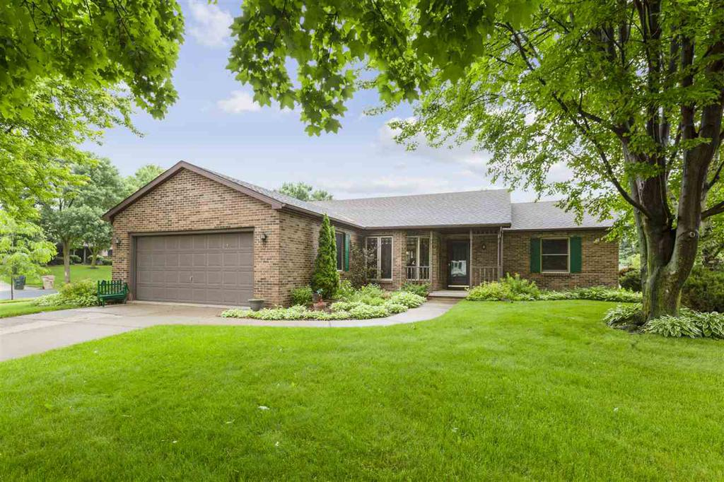 2 Eastbourne Cir Madison WI 53717